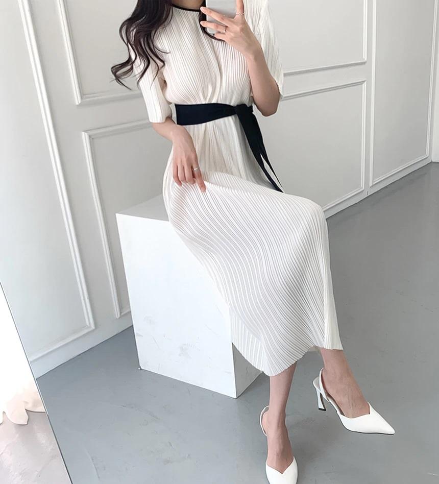 akkicampus pleated short sleeve dress