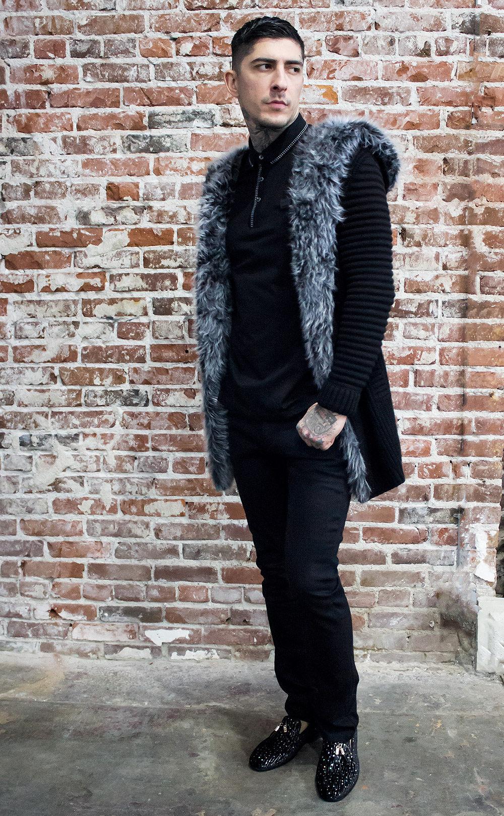 black hooded sweat shirt