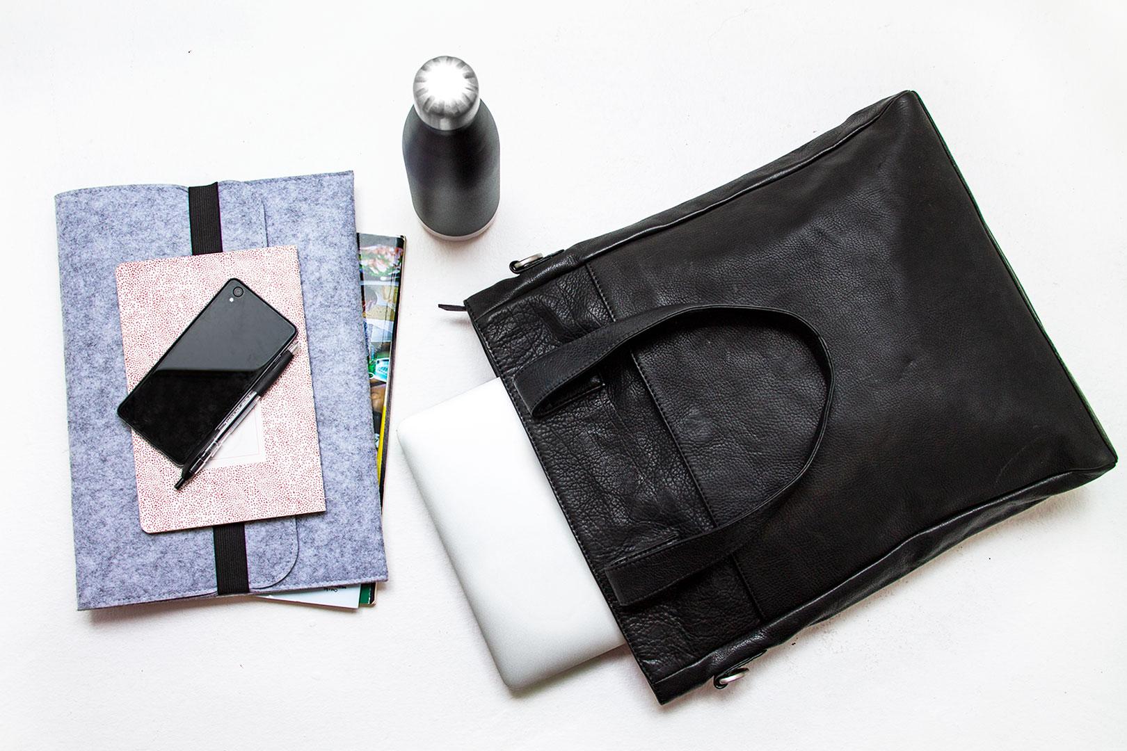 Firenze shopper flot og stilren skuldertaske i vegetabilsk garvet læder lædertaske til kvinder i smukt cognacbrunt skind enkelt dansk design med plads til computer