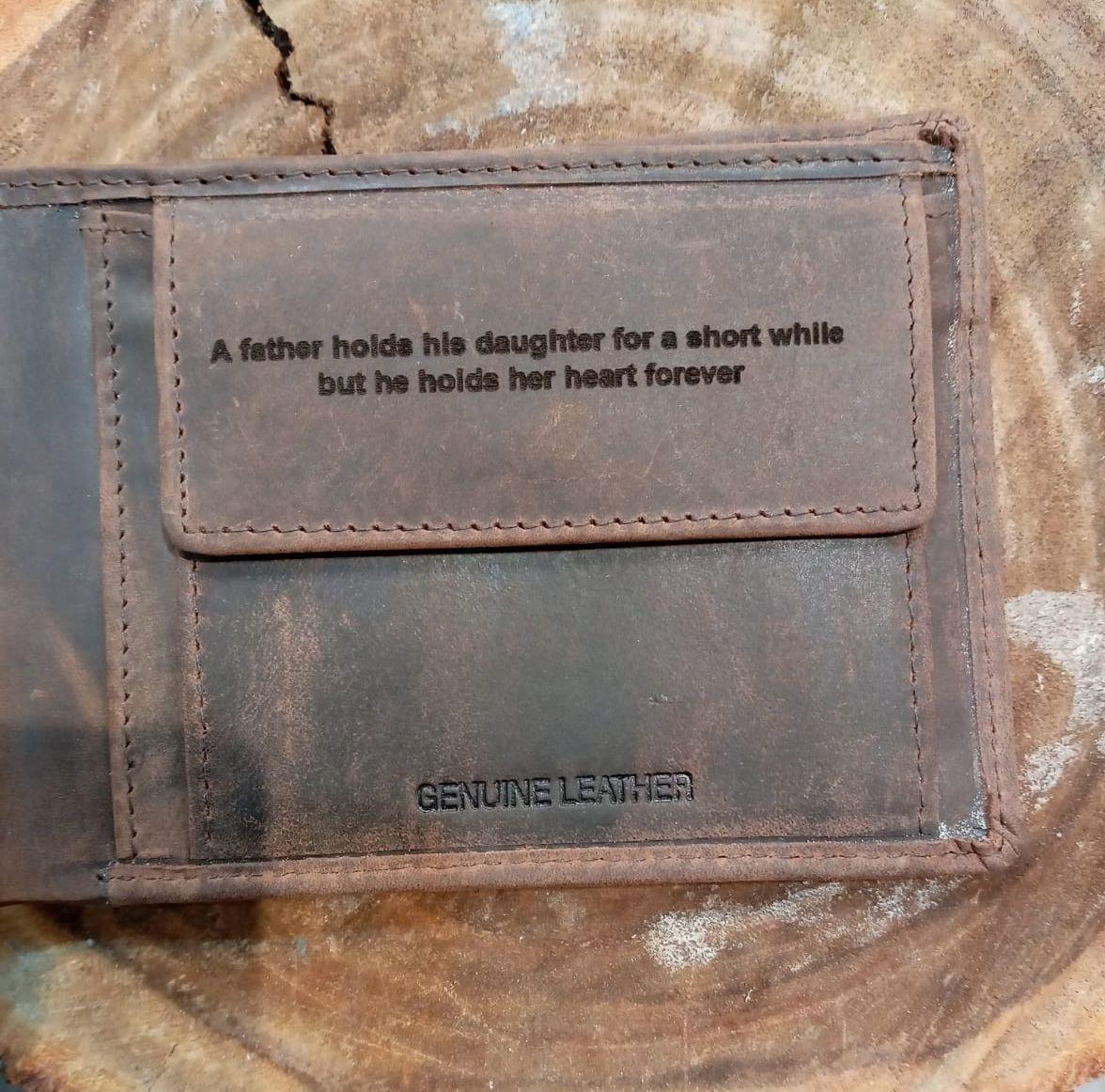 חריטה על ארנק עור לגבר מתנה לבעל