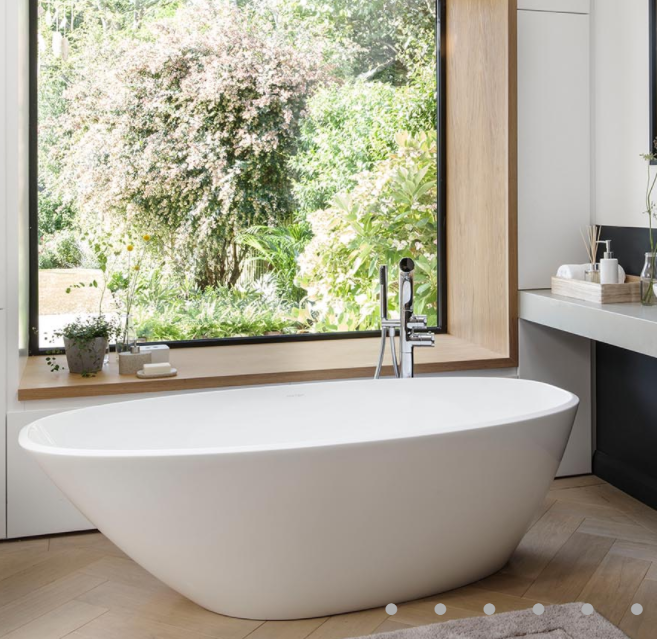 V+A Mozzano Freestanding Bath No Overflow Quarrycast White