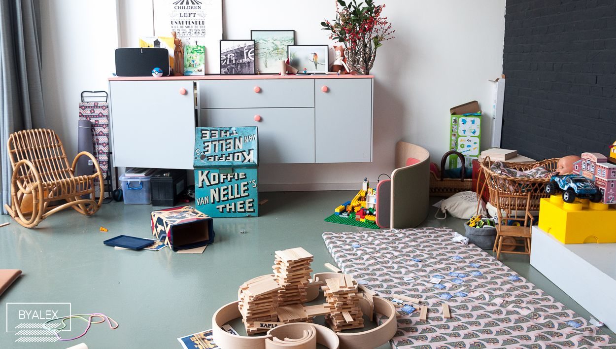 Balance Motherhood - Messy Playroom