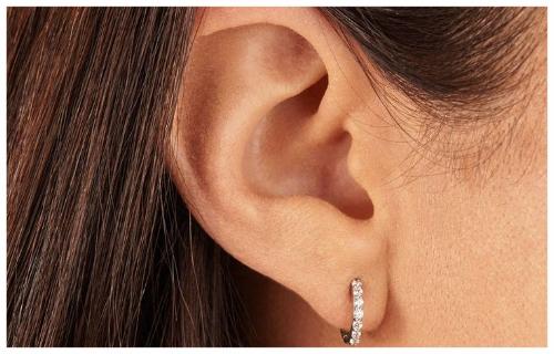 Short Earrings for an Oval Face