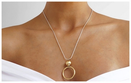 Round Pendant Necklaces for a Square Shaped Face