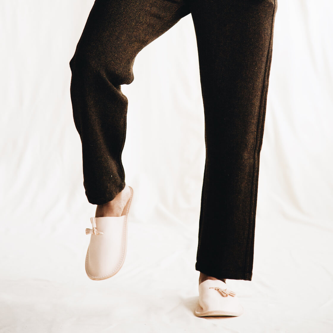 hender scheme leather slippers on body