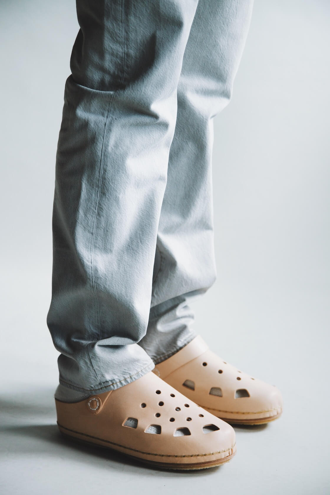 lvc 1984 501 jeans and hender scheme mip-18 shoes on body