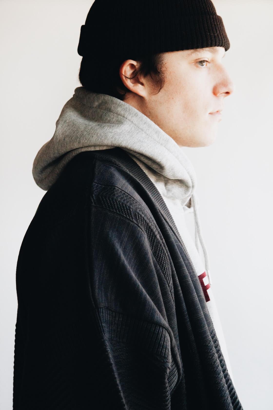 Shunto Hanten Knit from Yashiki, Sany Velour Sweatshirt from Harmony on body