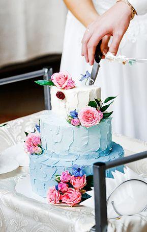 Dusty blue and fuchsia buttercream wedding cake