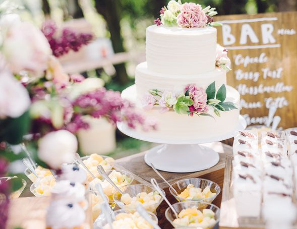Rustic outdoor cake table for dusty rose themed wedding color palette
