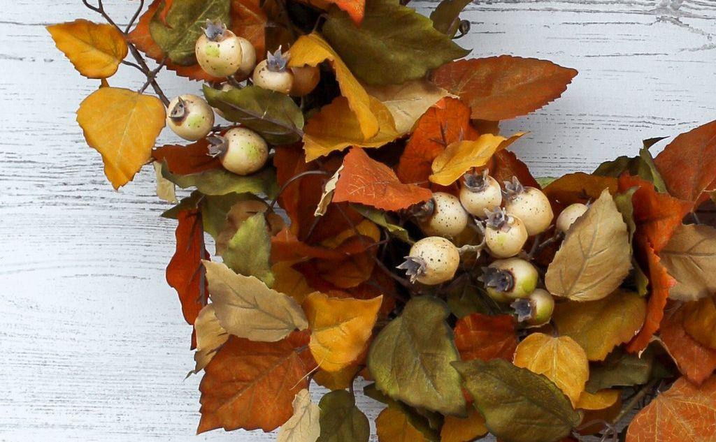 Autumn Shades Aspen Leaf Foliage & Beige Rosehip Berry Front Door Fall Wreath