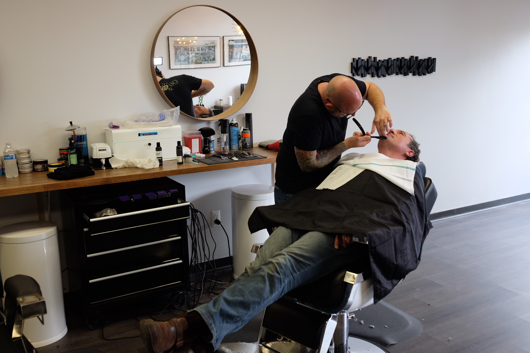 Straight razor shave using Detroit Grooming products at Detroit Barber Old 13