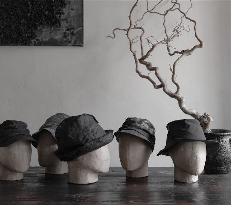 Hüte und Mützen von Reinhard Plank (Florenz), der Antagonist (Heidelberg) und Forme D'Expression (Italien) - eigensinnig wien