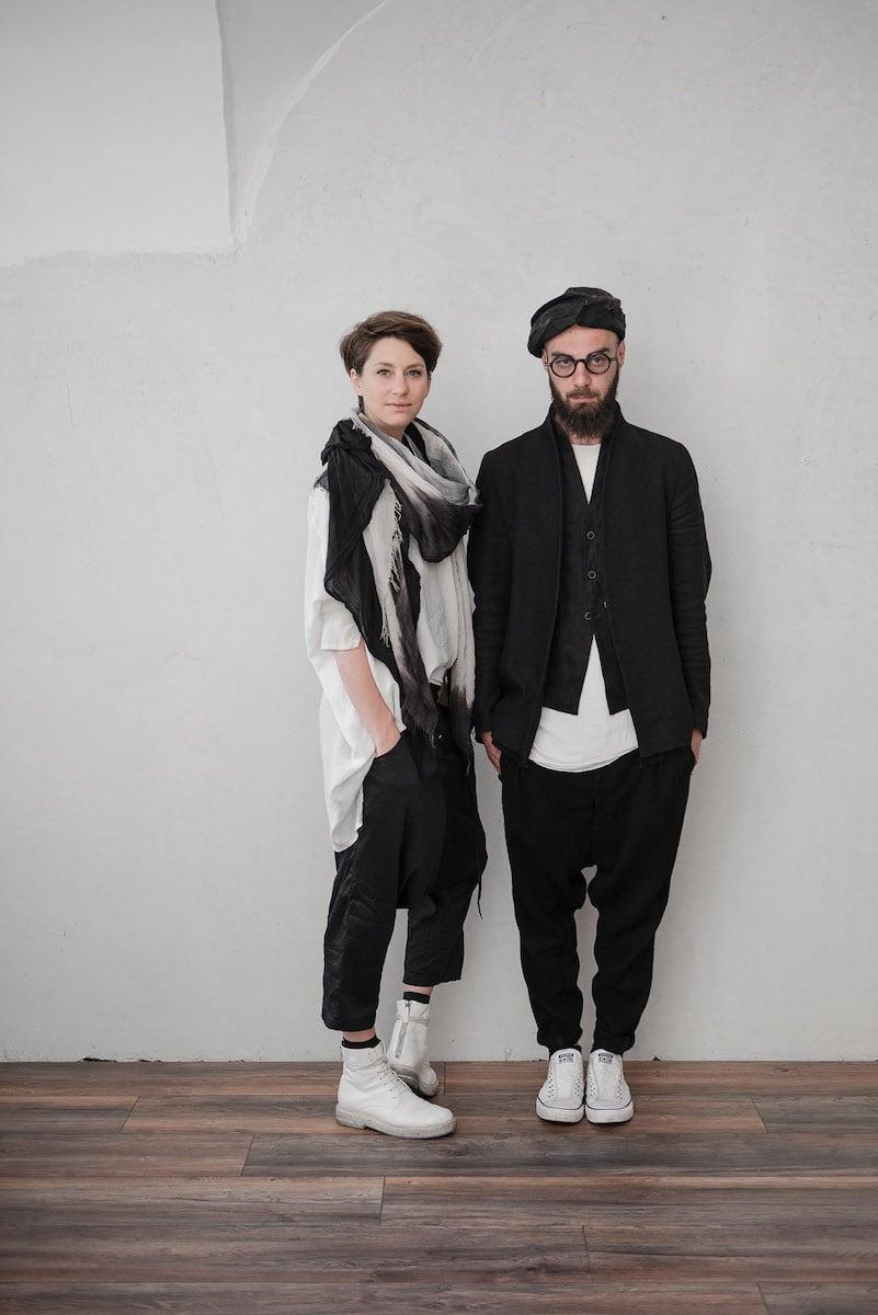 Stefanie Hofer und Toni Woldrich - Mode Design in schwarz | eigensinnig wien