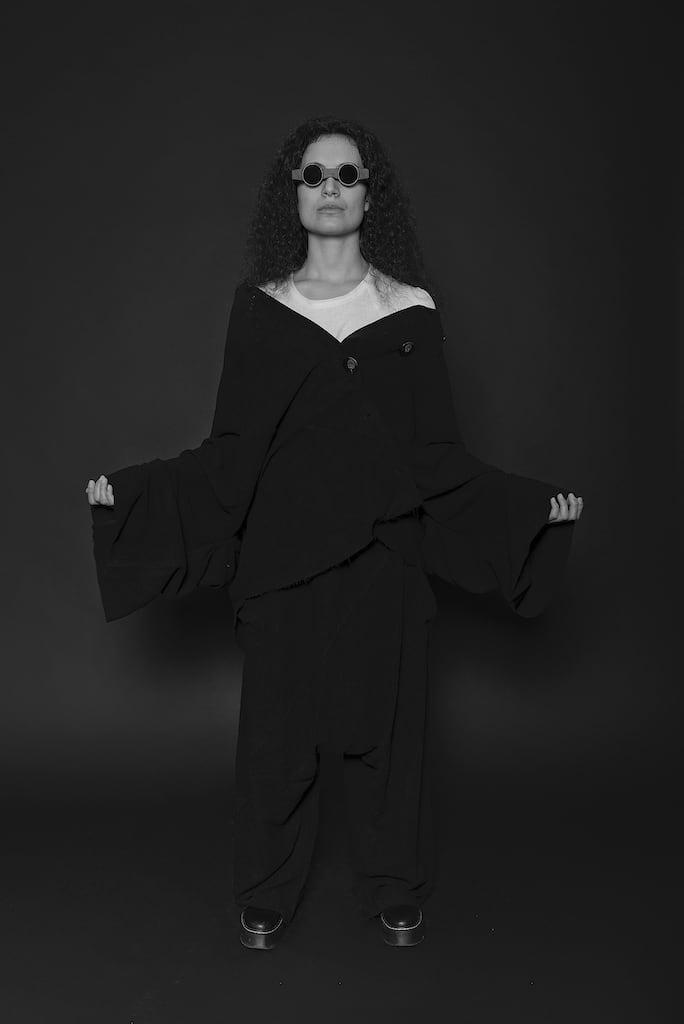 Außergewöhnliche und einzigartige Avantgarde Mode für Herren und Damen in schwarz - eigensinnig wien
