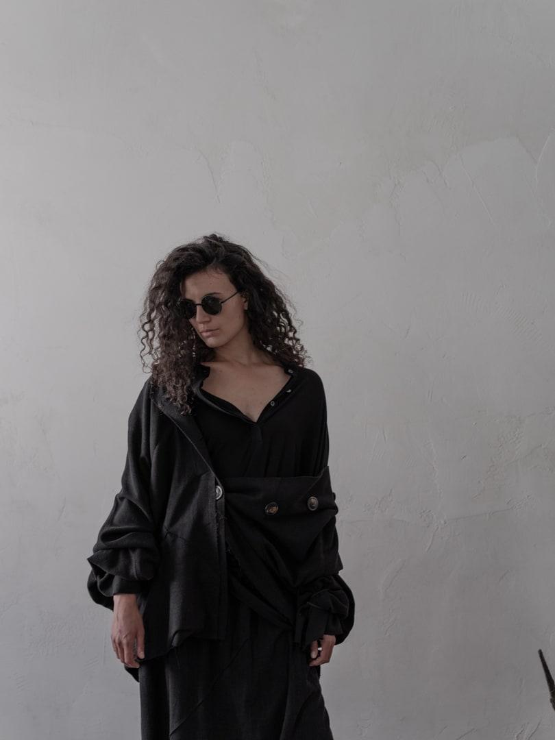 Schwarz ist bescheiden und arrogant zugleich - Avantgarde Mode in schwarz | eigensinnig wien