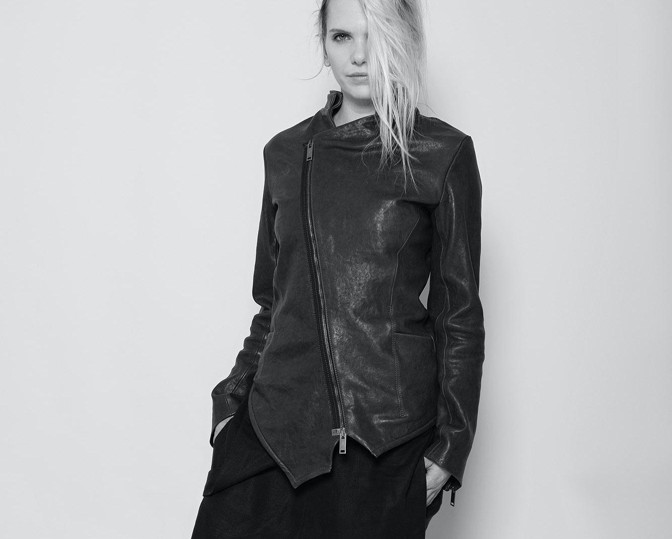 Asymetrische Damen Lederjacke Locke in schwarz | eigensinnig wien