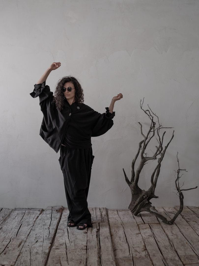 Ein eigensinniger Anspruch auf Geltung - Avantgarde Mode in schwarz