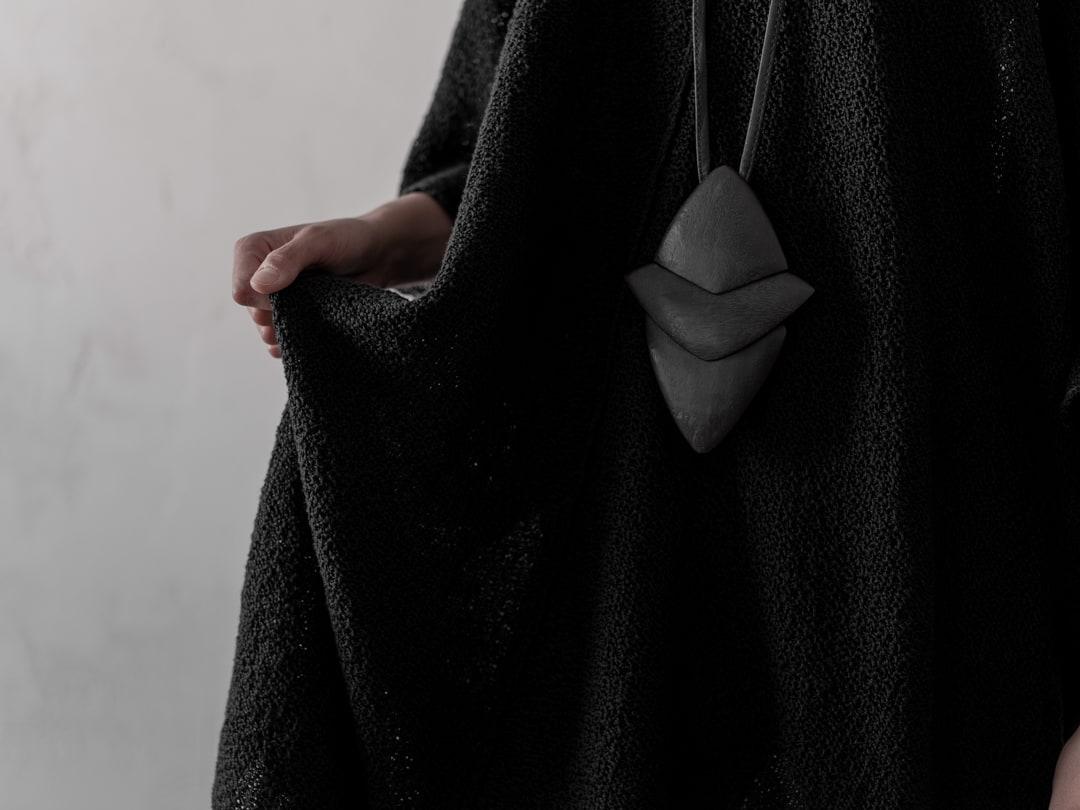 Avantgarde Schmuck in schwarz - Monies Halskette 24901WD Pendant Acacia | eigensinnig wien