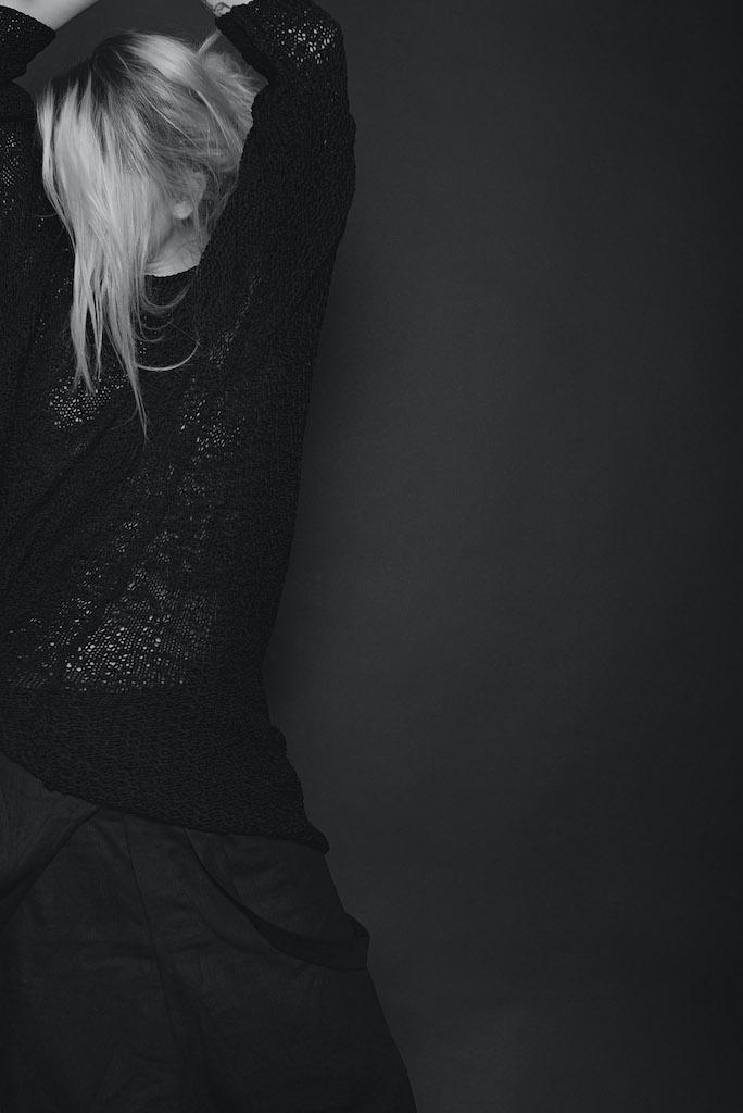 Avantgarde Strick Cardigans und Pullover für Damen und Herren in schwarz von Daniel Andresen - eigensinnig wien
