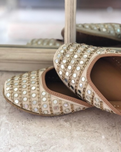 Hi, Aisha Juttis are available at INR 2990 on www.fizzygoblet.com. We offer free shipping, exchanges and COD in India 😊 You can shop them here : http://bit.ly/sonam-kapoor-aisha-juttis