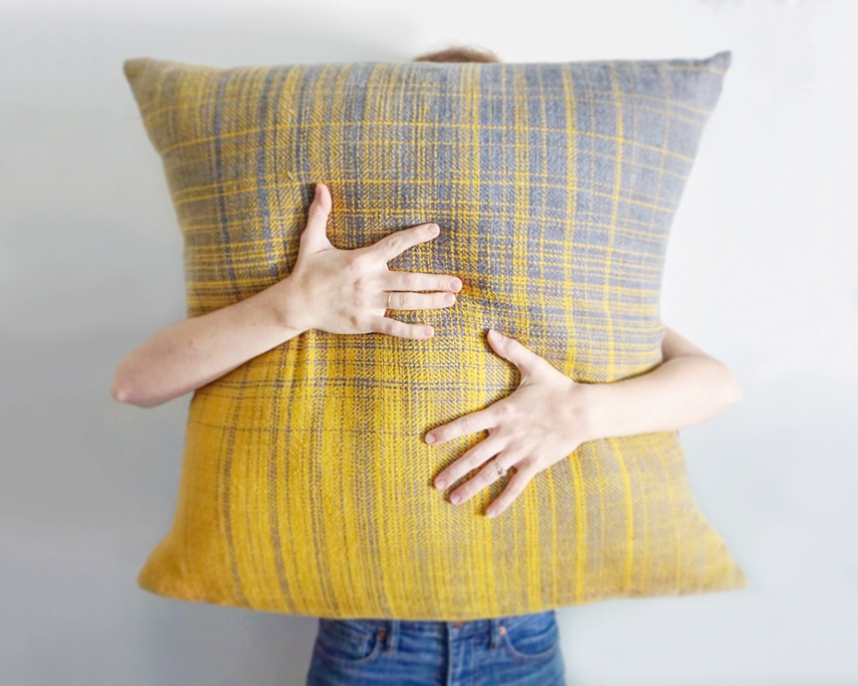 Free Pattern to Weave and Sew these Gorgeous Pillows