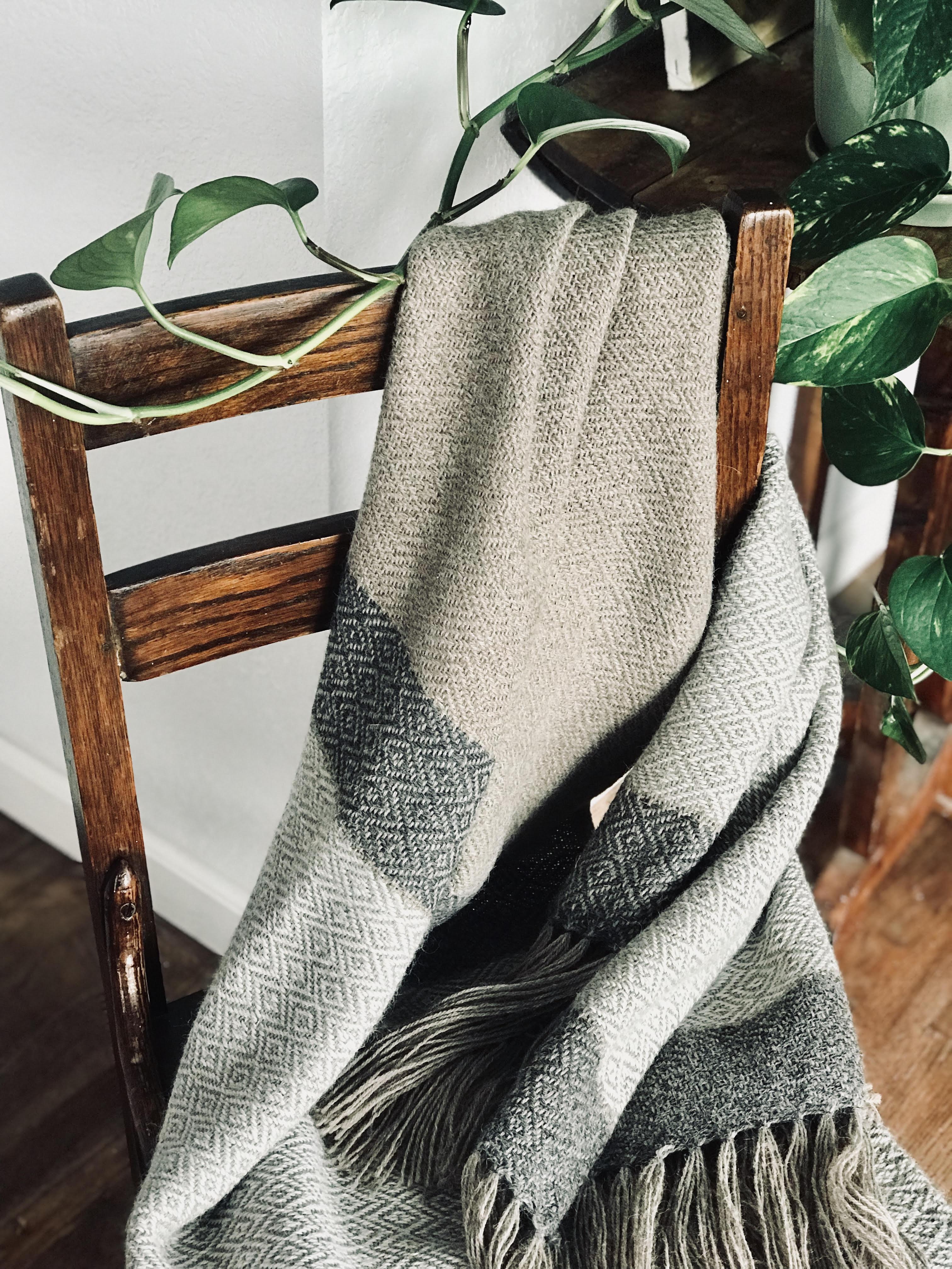 Free Weaving Pattern Cozy Alpaca Throw Blanket For Fall
