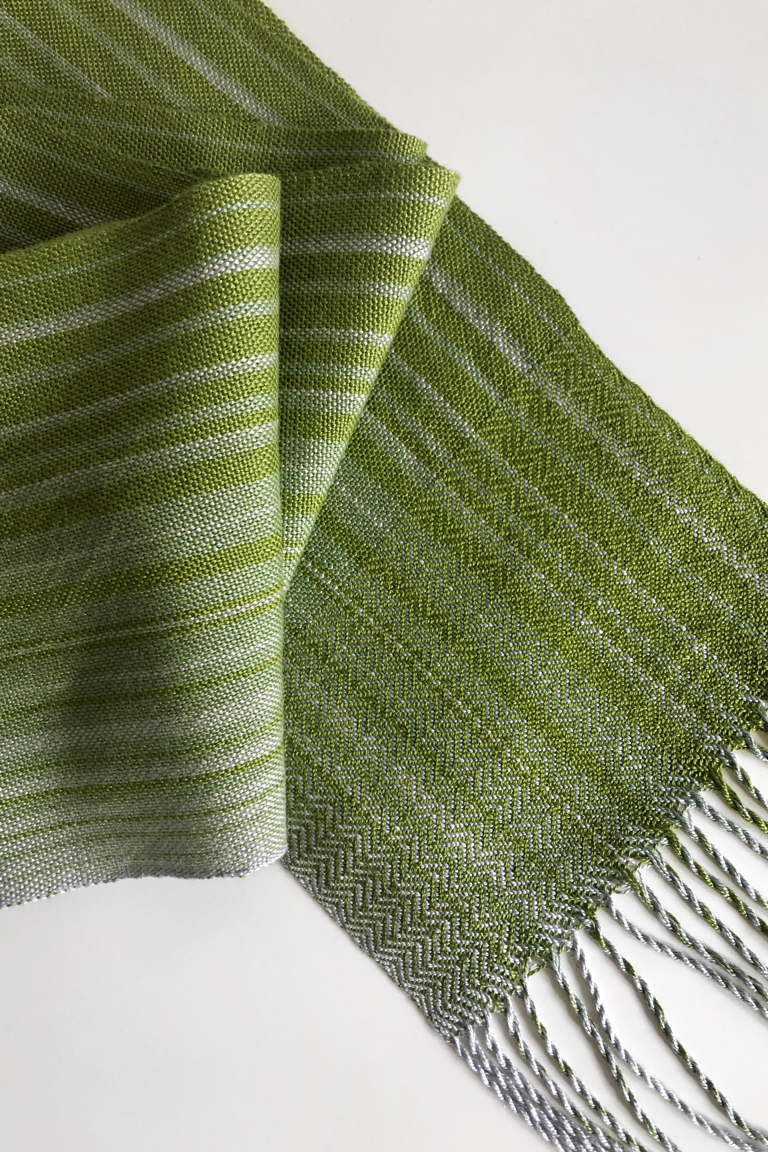 Free Pattern to Weave this Tencel Wave Scarf