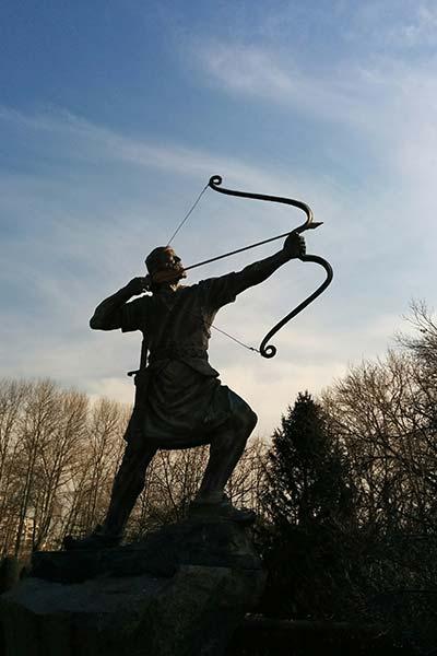 Statue Pfeil und Bogen