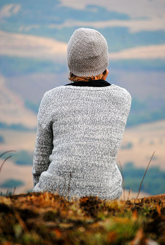 Frau in Wollpullover