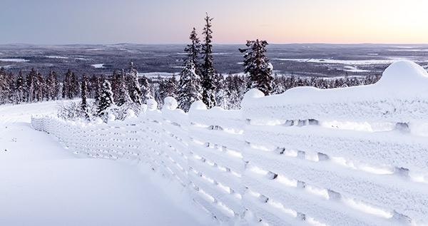 Zaun mit Schnee