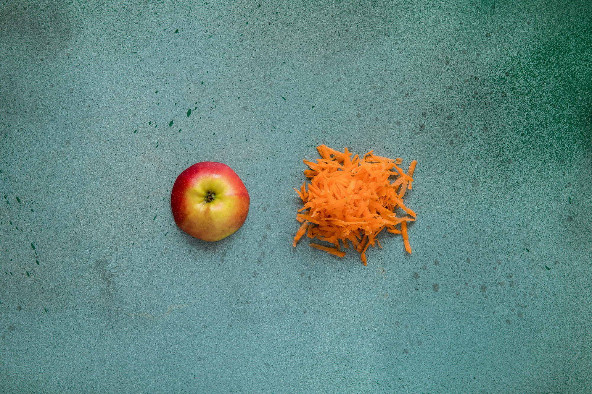 Eple- og gulrotsalat