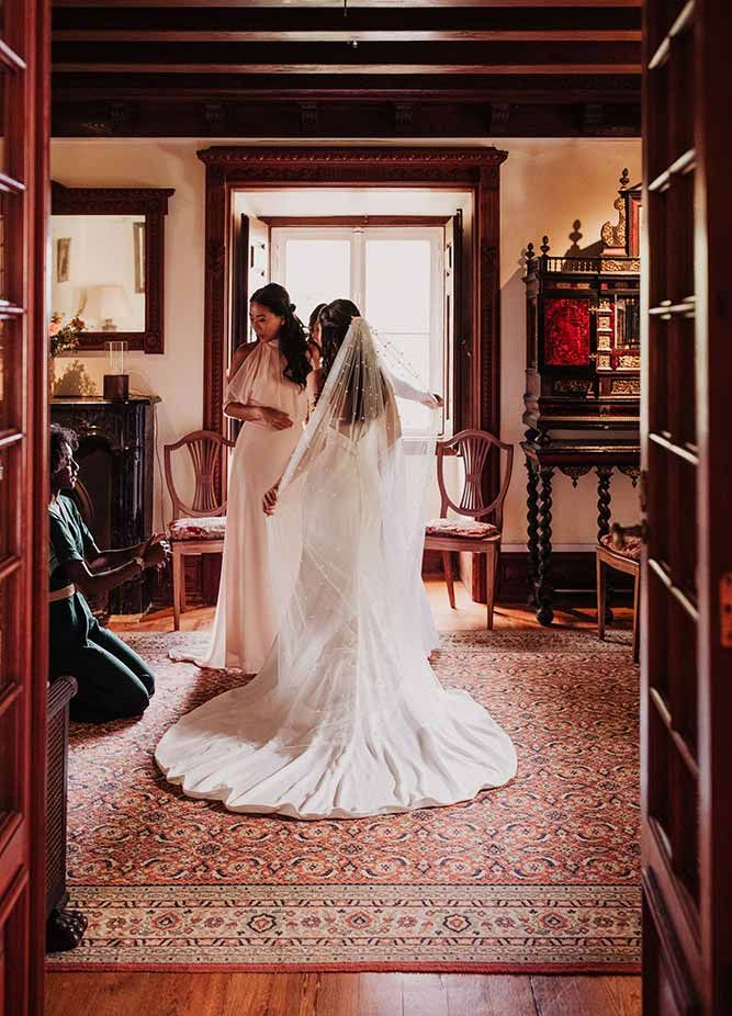 Wedding Planner helps bride get ready on her wedding day