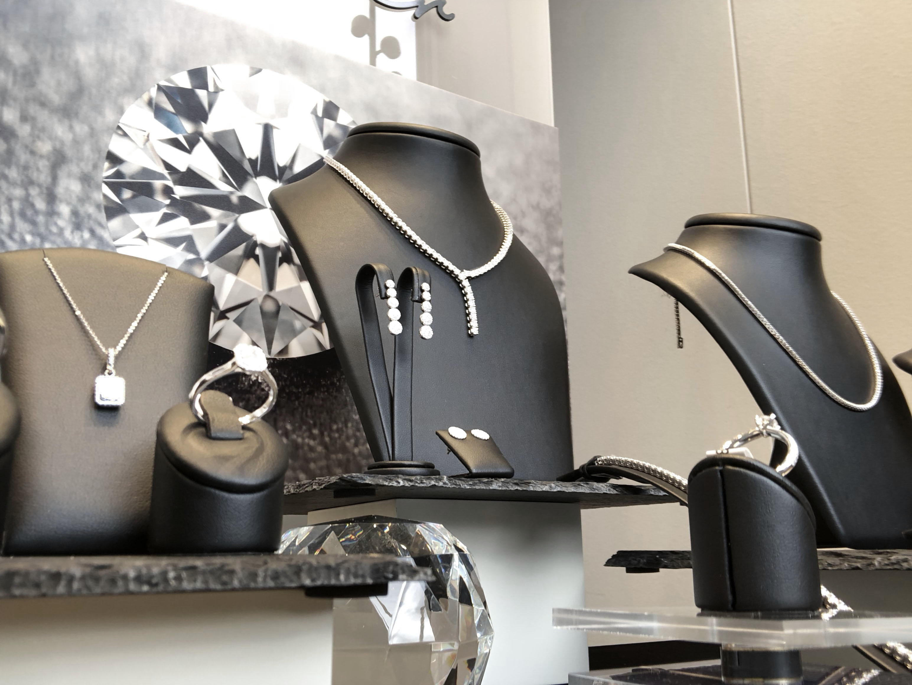 Juwelier Krebber Solitärringe Brillantketten Mönchengladbach