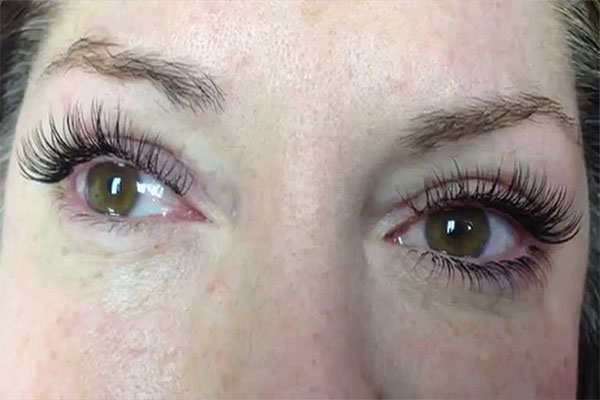 f7337fa9431 Now as much as I rave about bottom lash extensions, there are a couple of  downsides we need to make our clients aware of before application.