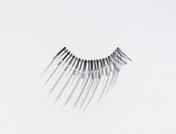 strip-fake-lashes
