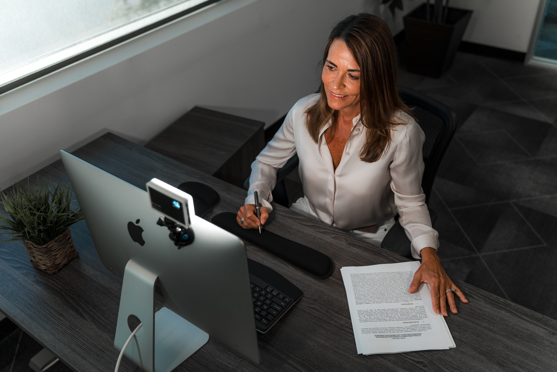 woman on remote work meeting using the video conferencing lighting kit