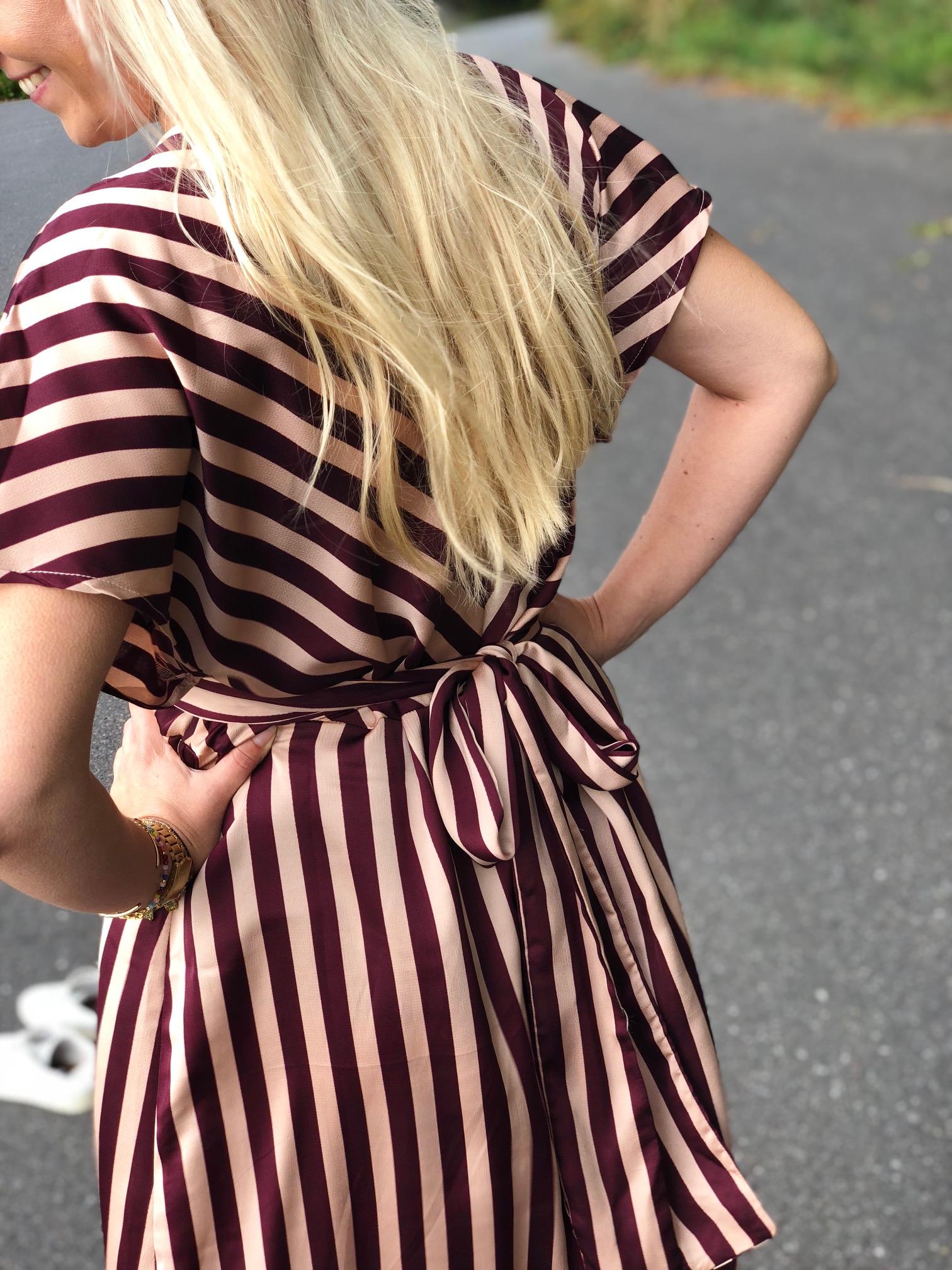 Smukke detaljer på den flotte cindy kjole fra neo noir