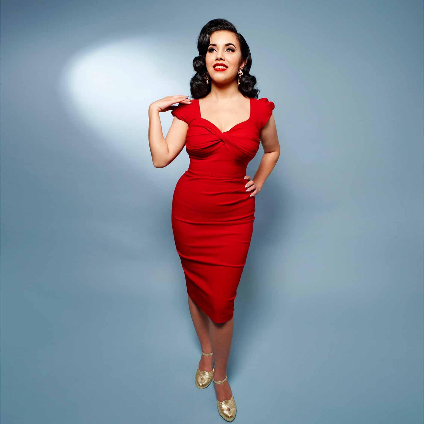 Rød stram 50er stil pencil kjole fra Stop Staring