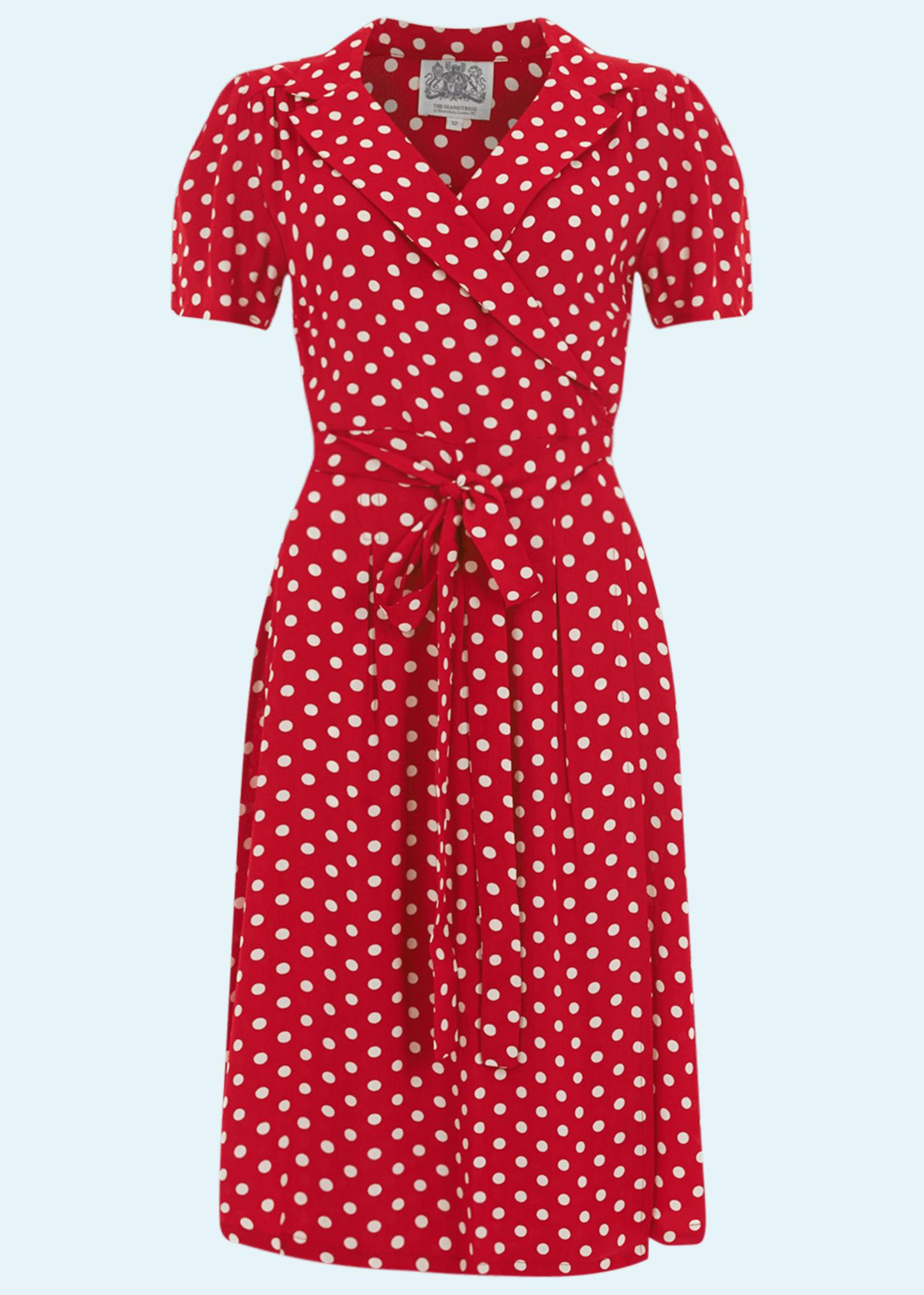 Rød slåom kjole med hvide prikker fra The Seamstress Of Bloomsbury
