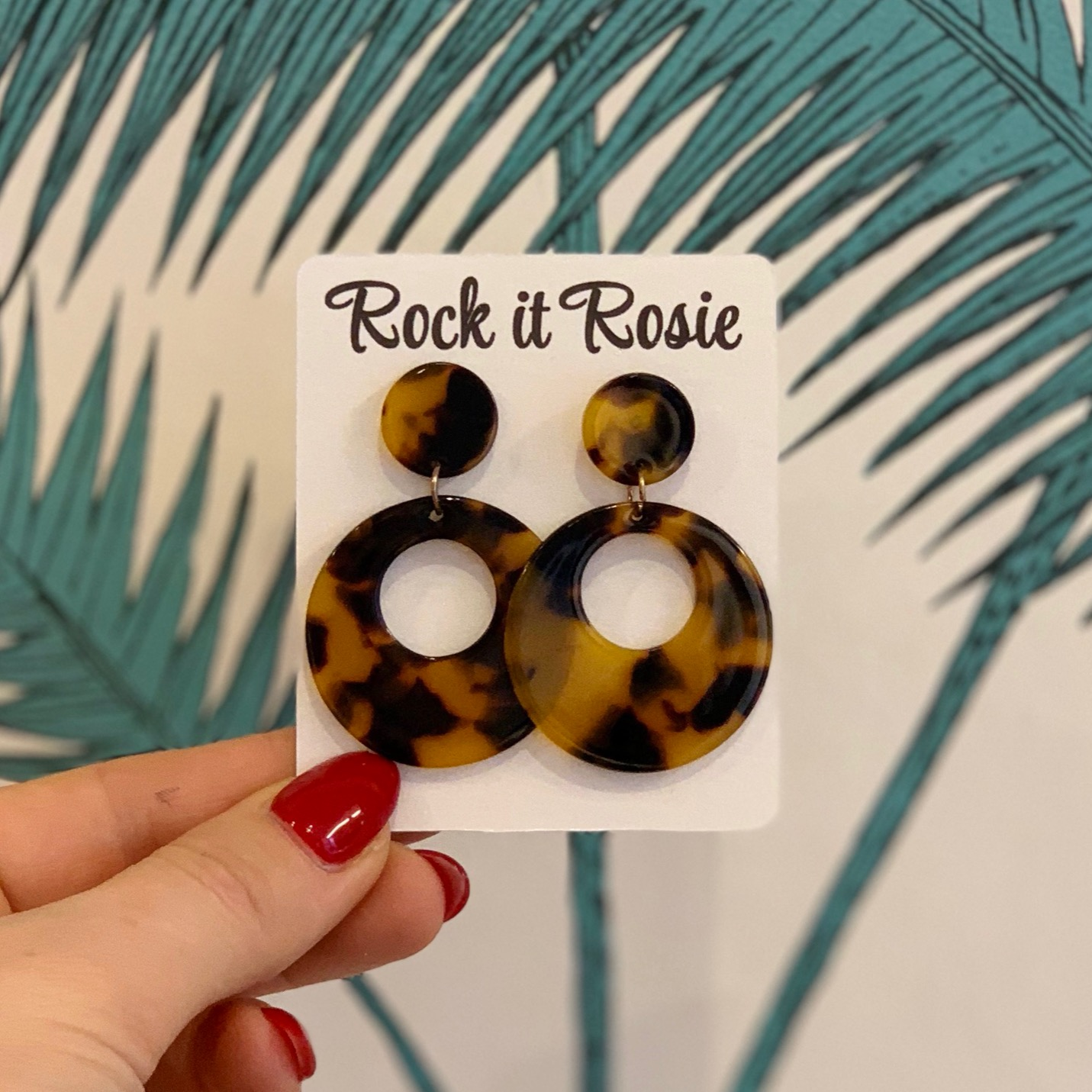Retro hoops fra Rock It Rosie fås eksklusivt i butik Mondo Kaos på Nørrebro