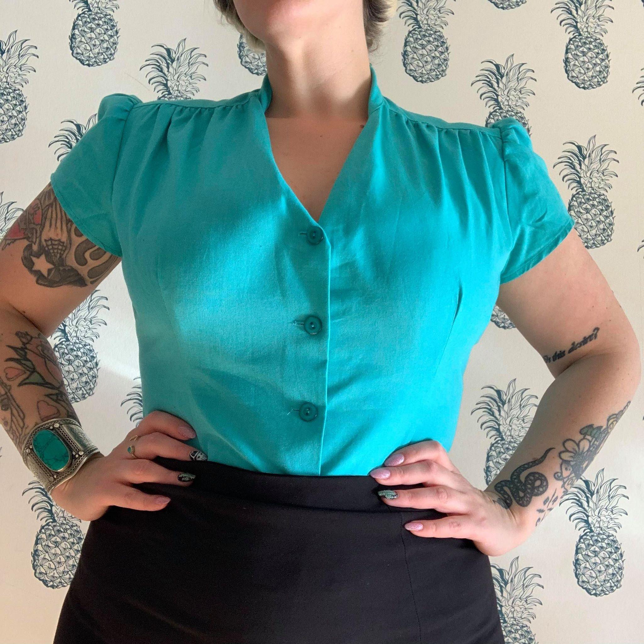 Skjorte bluse i vintage stil med pussy bow fra Heart Of Haute