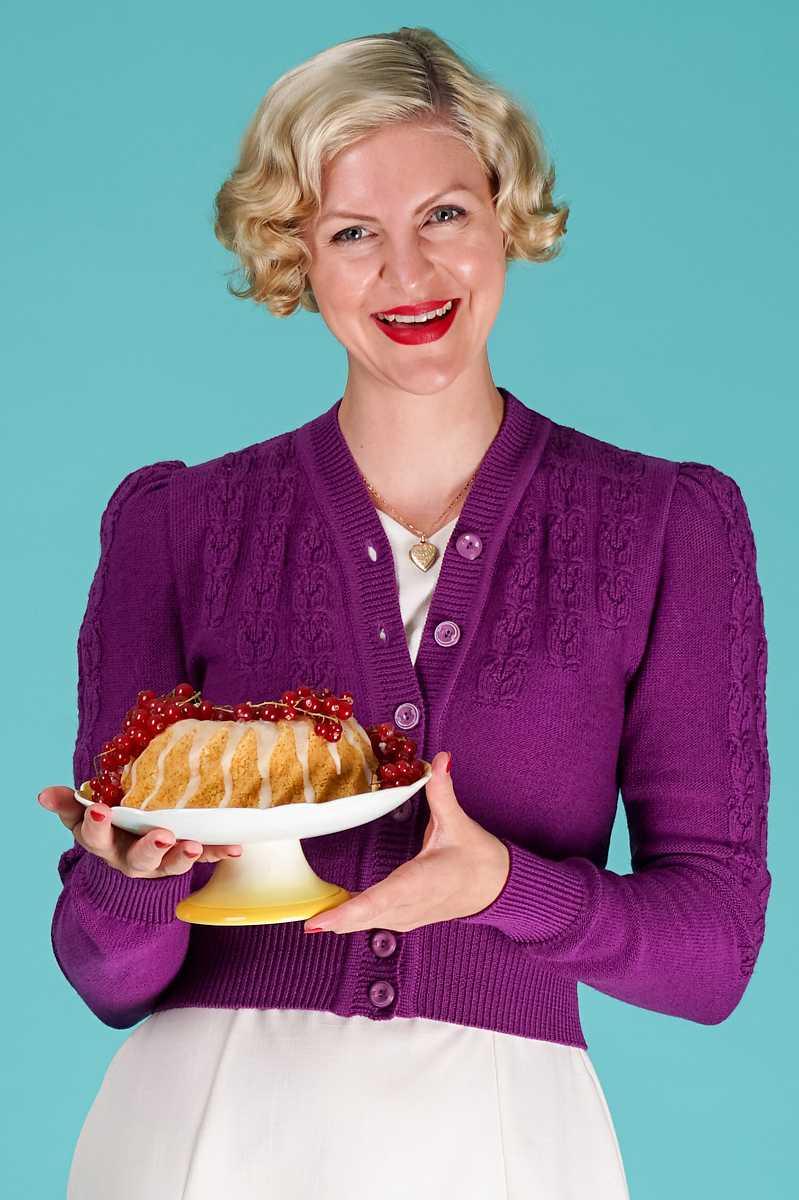 The Peggy Sue cardigan i purple fra Emmy Design