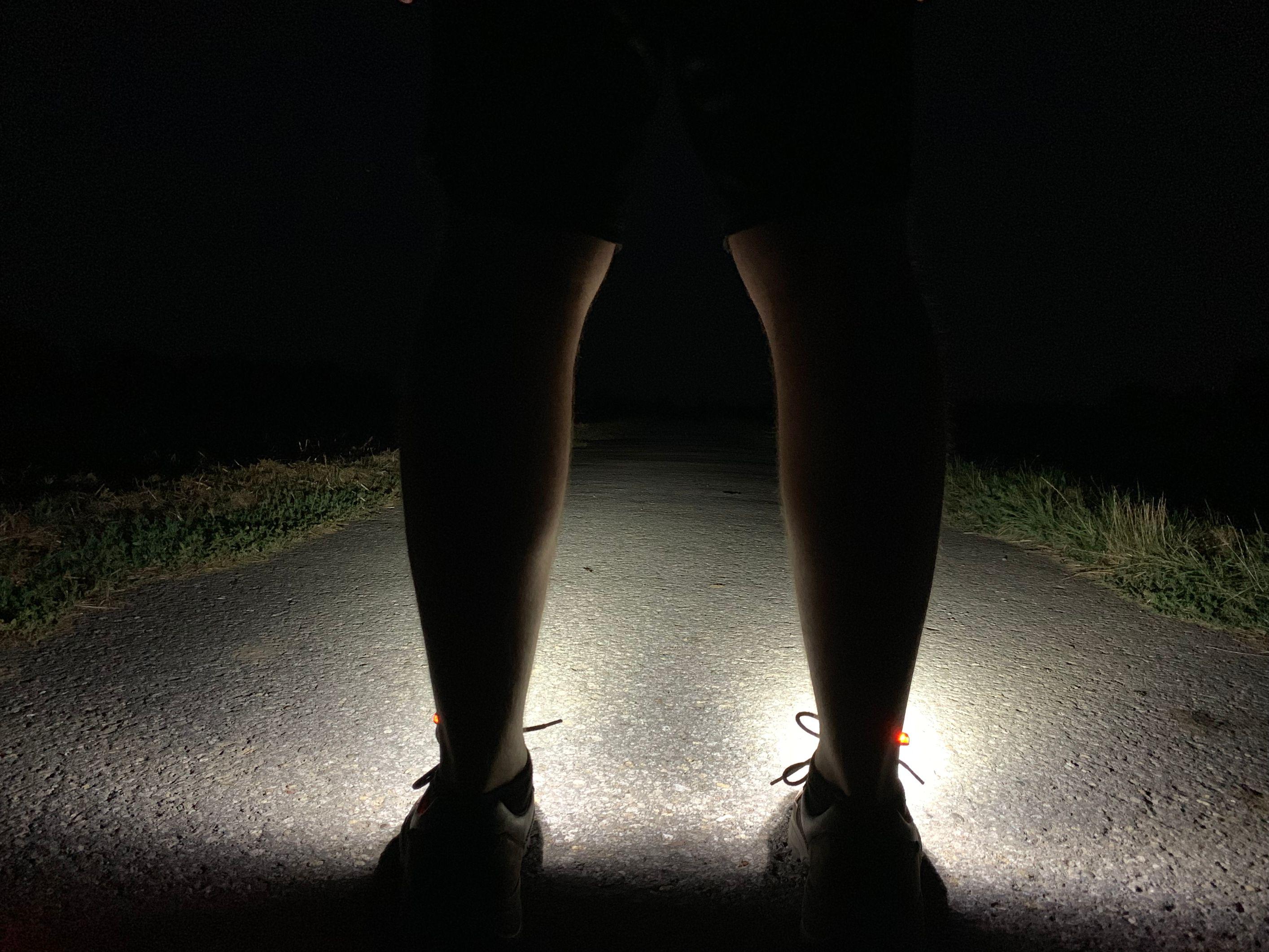 Night Runner 270 Schuhlichter sind deutlich leichter, als Stirnlampen