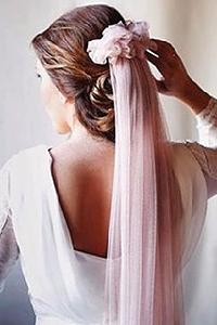 Velo de novia de color rosa palo