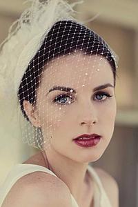 Tocado de novia con velo francés