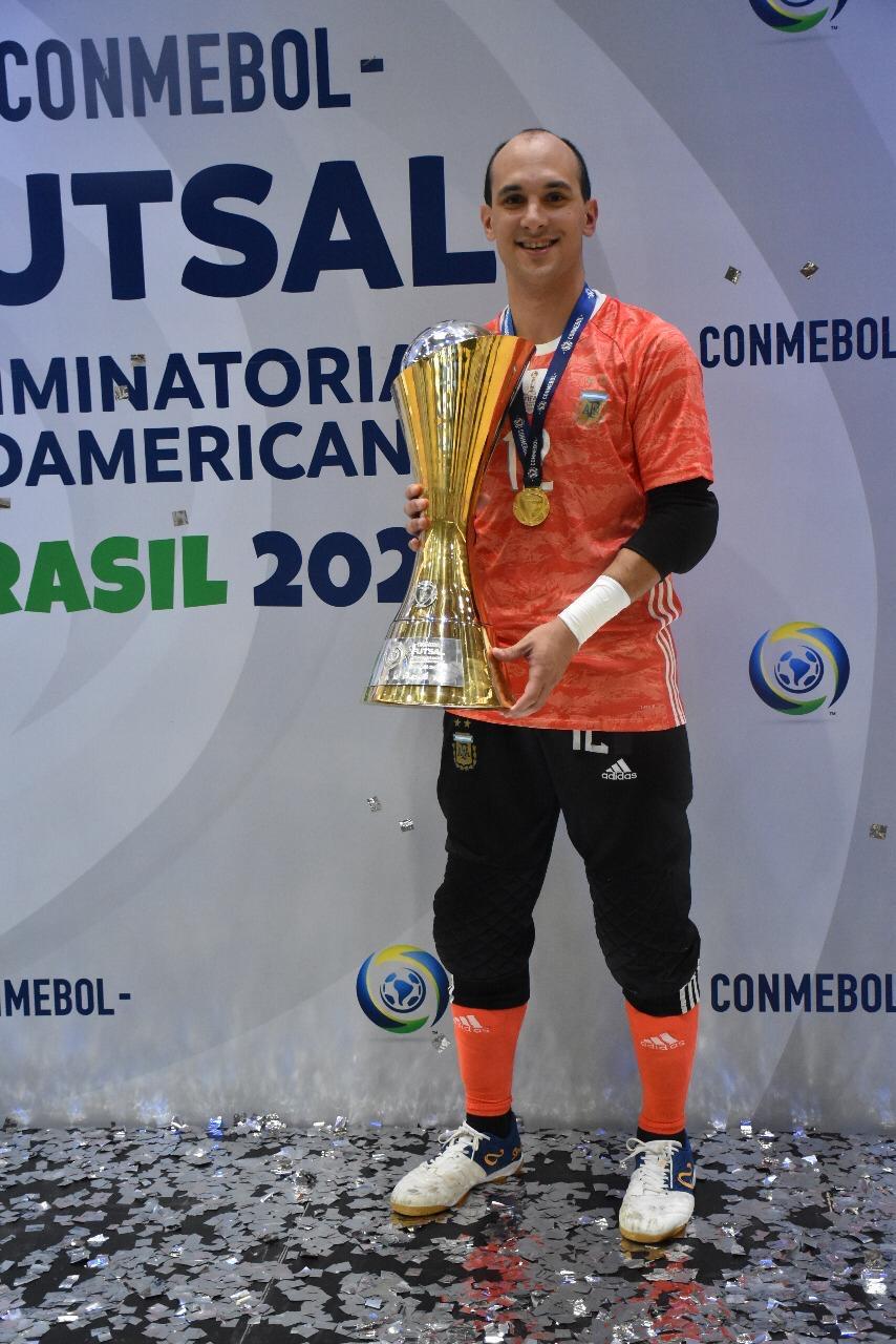 Ushuaia Pro Futsal Shoes & Vitoria Match Futsal Ball