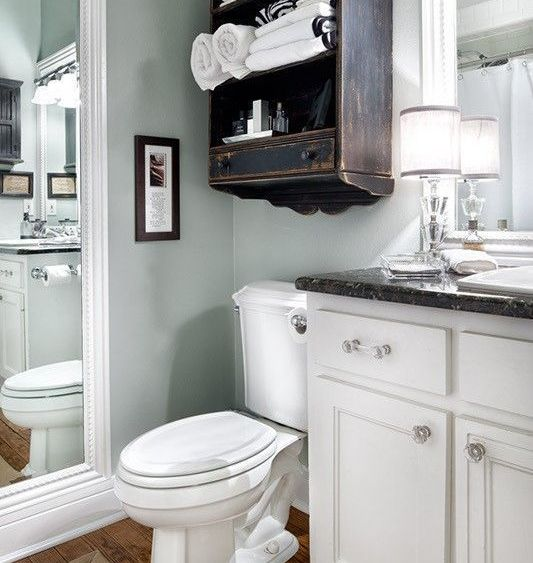 Bathroom that is neat, tidy and organized.