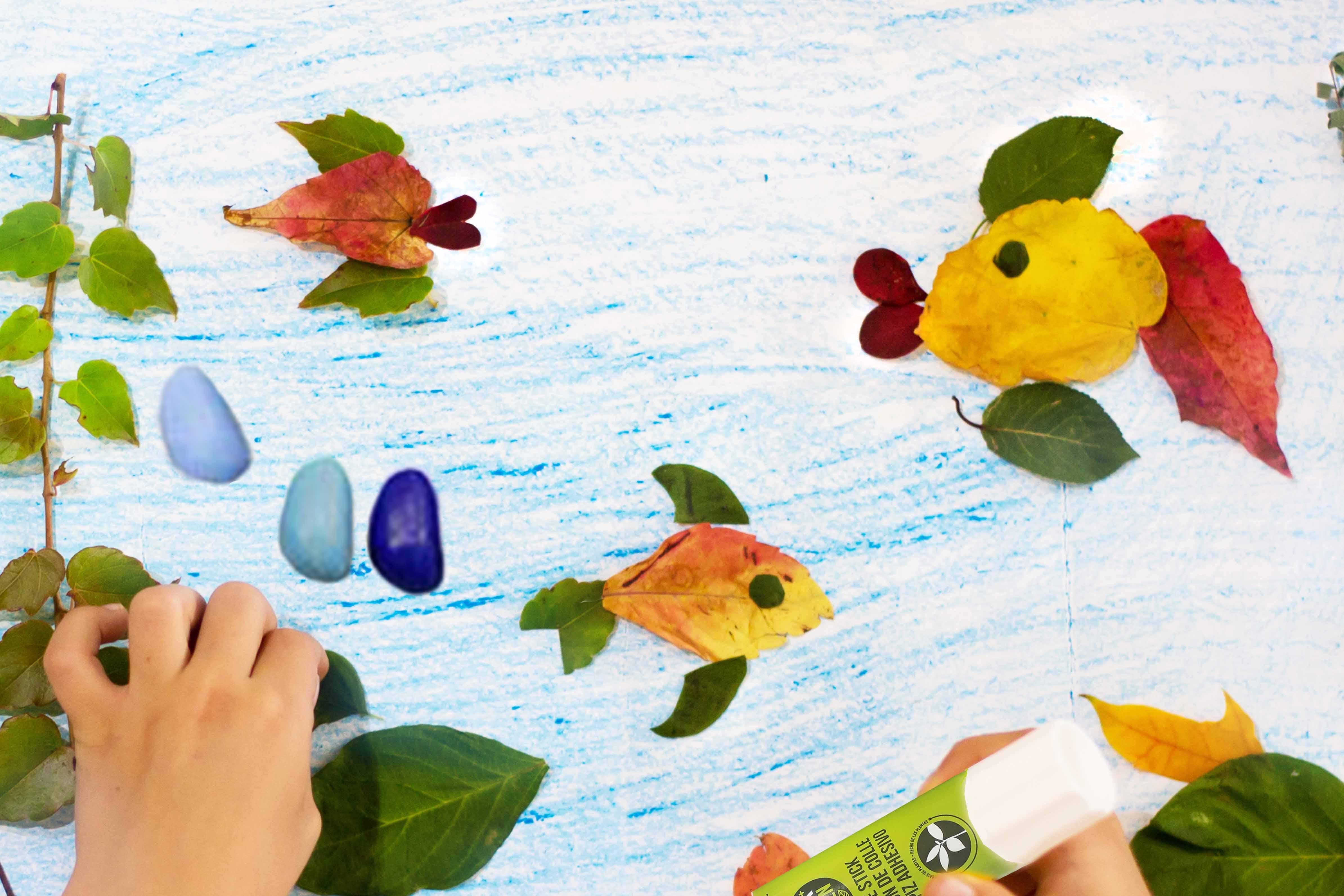 Collage et dessin de poisson en feuille d'automne