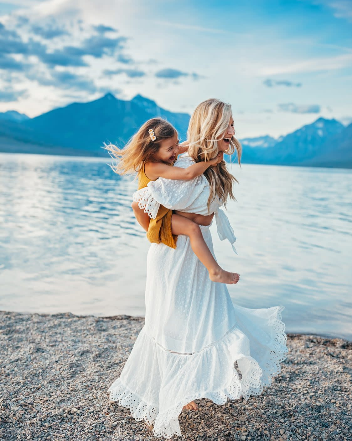 Hailey Faria Photography, Mom and Child Dancing, Mom and Child by Lake, Portrait Photography, Mom and Child Pose
