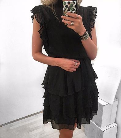 3c99ccb2 Jacqueline er endnu en af vores egne, smukke kjoler fra TDY Design. Kjolen  har en gennemsigtig overdel, så du kan style med en valgfri top under.